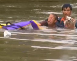 dramatic-rescue-of-woman-and-dog-in-louisiana-flood-photo